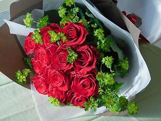 赤バラ12本のミディアムブーケ