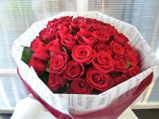 赤バラ50本ブーケ風花束
